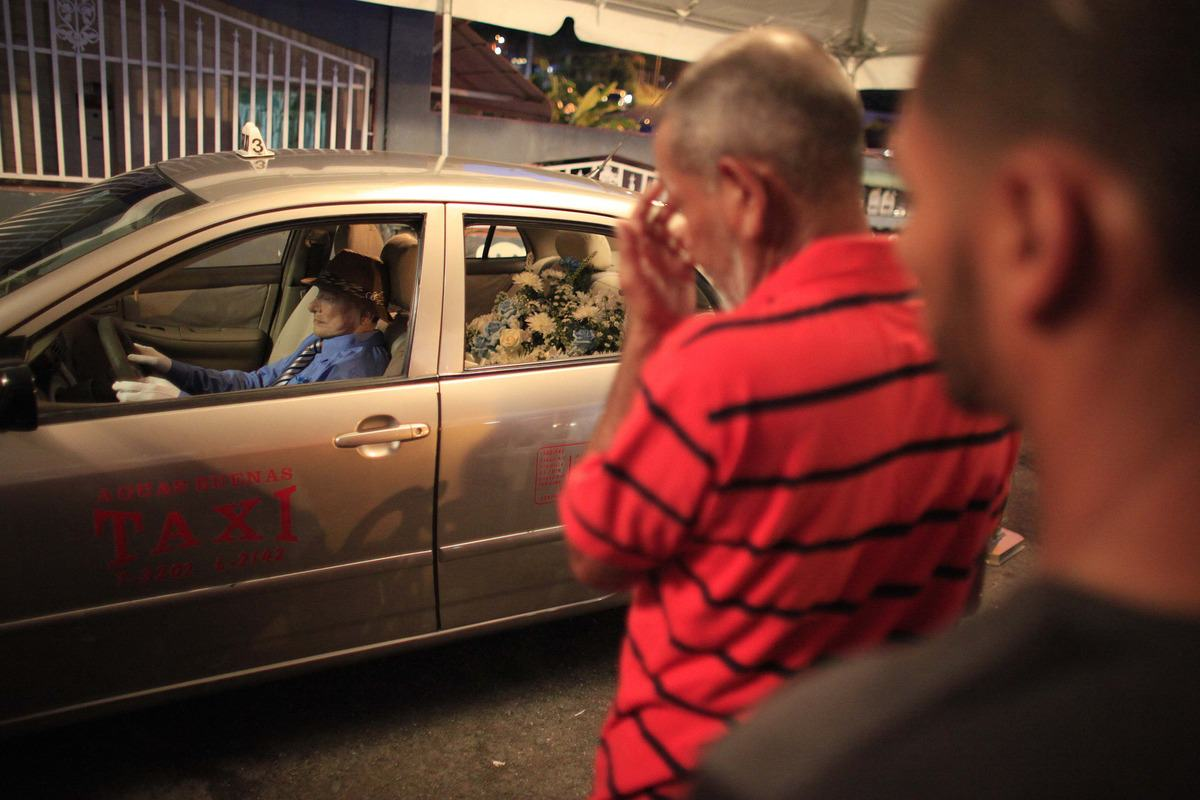 Taxi Drivers Dying Wish Was To Sit In His Cab At His Own Funeral AP570329618221