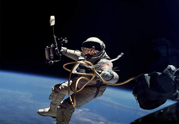 A Scientist Has Worked Out How Hard An Astronaut Would Have To Fart To Move In Space Astronaut WEB