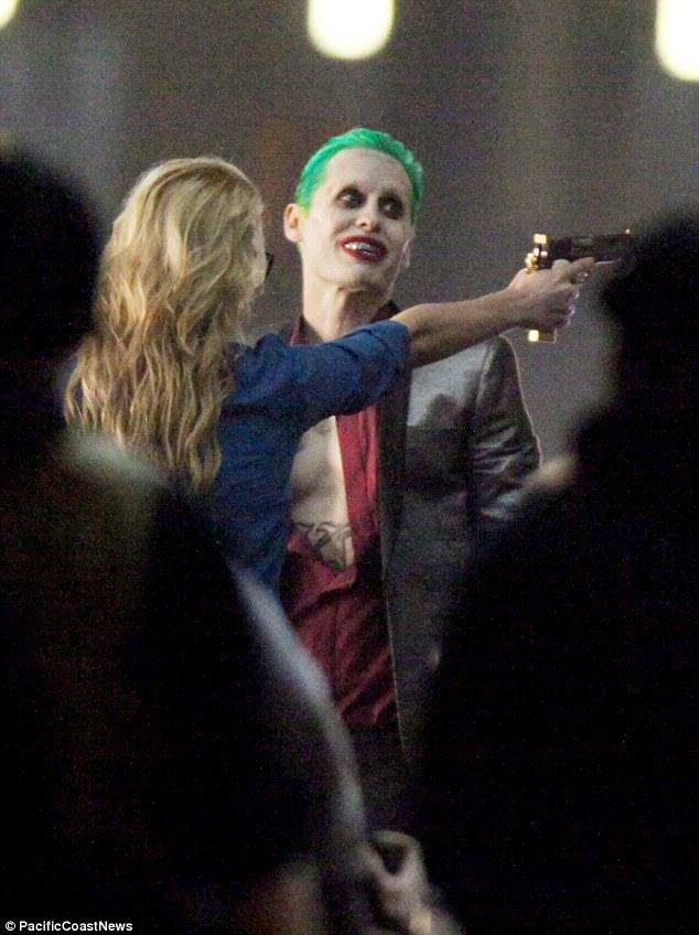 The Joker Looks Crazy As F*ck In These Suicide Squad Set Photos Leto joker 06
