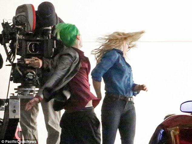 The Joker Looks Crazy As F*ck In These Suicide Squad Set Photos Leto joker 09