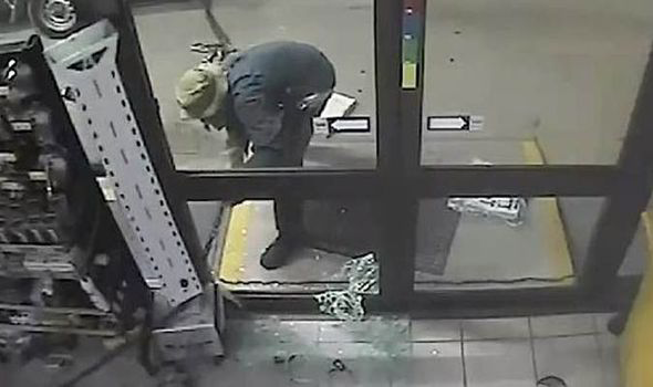 Idiot Tries To Steal ATM Machine, Fails So Badly Its Hilarious atm