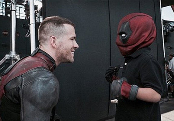 Ryan Reynolds Makes Young Cancer Sufferers Dream Come True On Set Of Deadpool Movie deadpool WEB