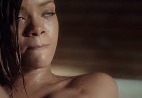 Rihannas Farting In The Bath Video Has Sent People Crazy fart web