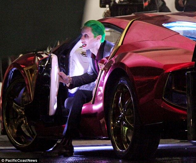 The Joker Looks Crazy As F*ck In These Suicide Squad Set Photos leto joker 14