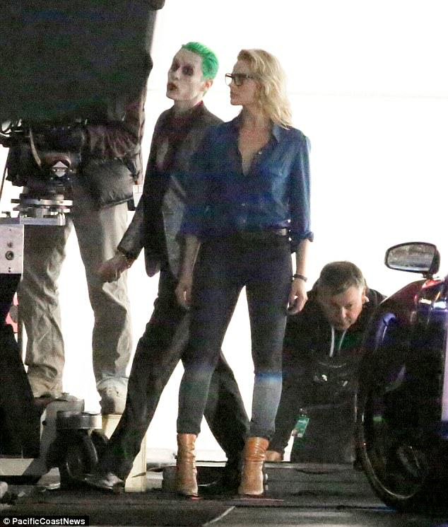 The Joker Looks Crazy As F*ck In These Suicide Squad Set Photos leto joker 16