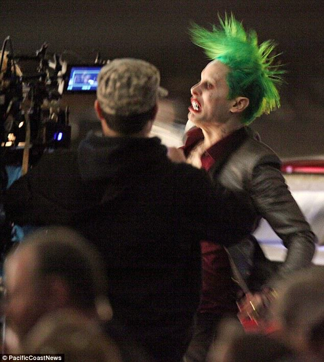 The Joker Looks Crazy As F*ck In These Suicide Squad Set Photos leto joker 20