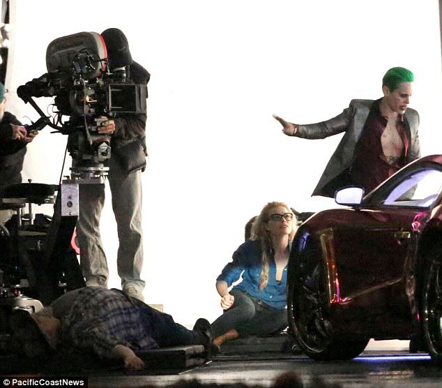 The Joker Looks Crazy As F*ck In These Suicide Squad Set Photos leto joker 21
