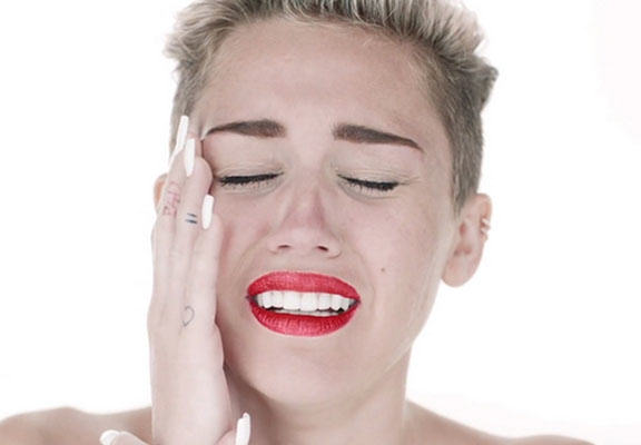 Miley Cyrus Writes An Inspirational Song About Her Dead Blowfish mileyweb