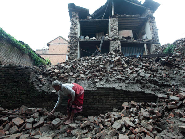 101 Year Old Man Found Alive In Rubble A Week After Nepal Earthquake nepal12