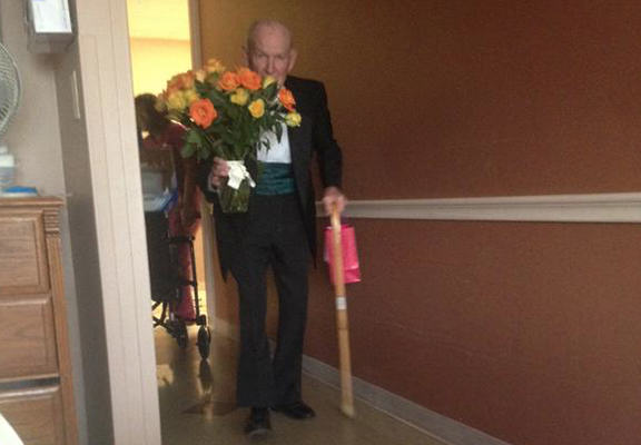 War Veteran Goes To See Hospitalised Wife On 57th Anniversary, Best Thing Ever old man web1