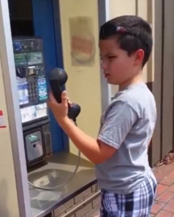 Kid Doesnt Recognise Payphone, Its Time To Feel Really Old payphone1