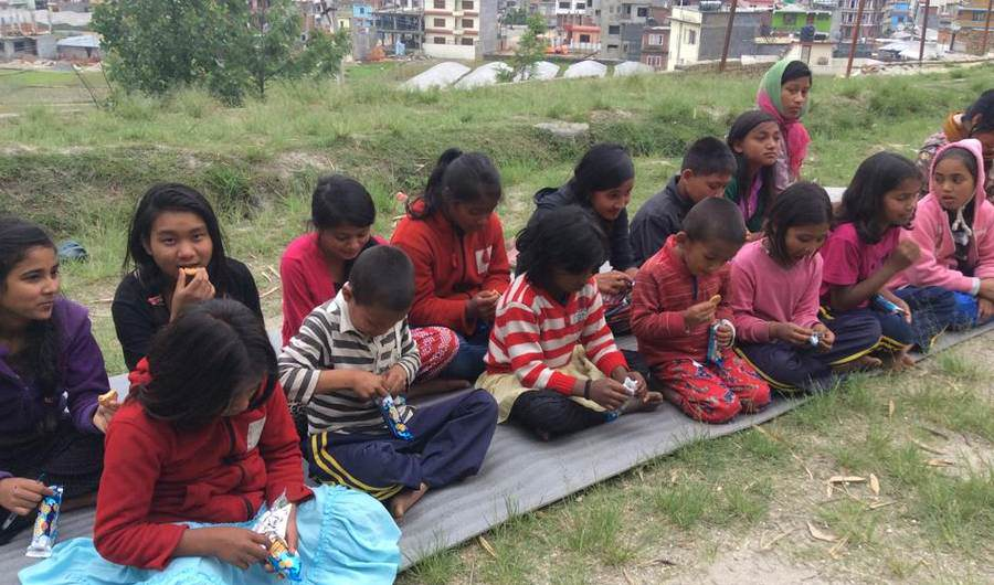 19 Year Old Saves 55 Orphans During The Devastating Earthquake In Nepal sds