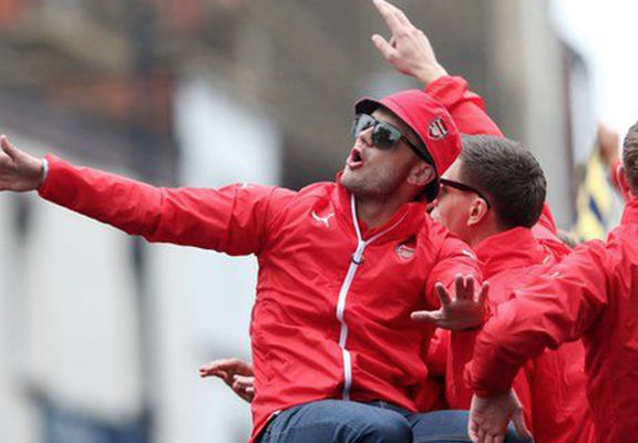 Jack Wilshere Leads Anti Spurs Chants During FA Cup Parade, Again wilshere 2