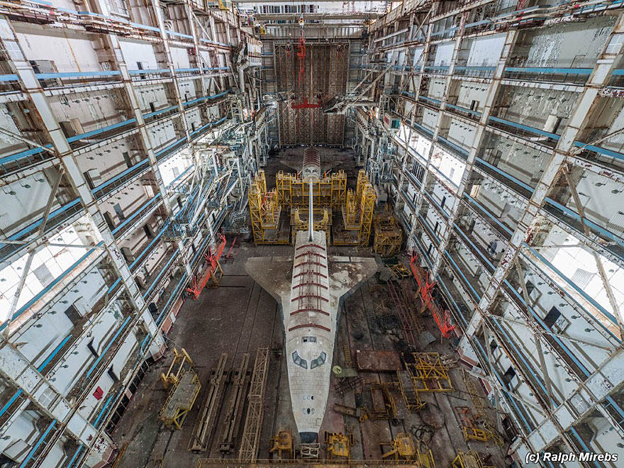 Urban Explorer Finds Lonely Remains Of The Soviet Space Shuttle Program 1S