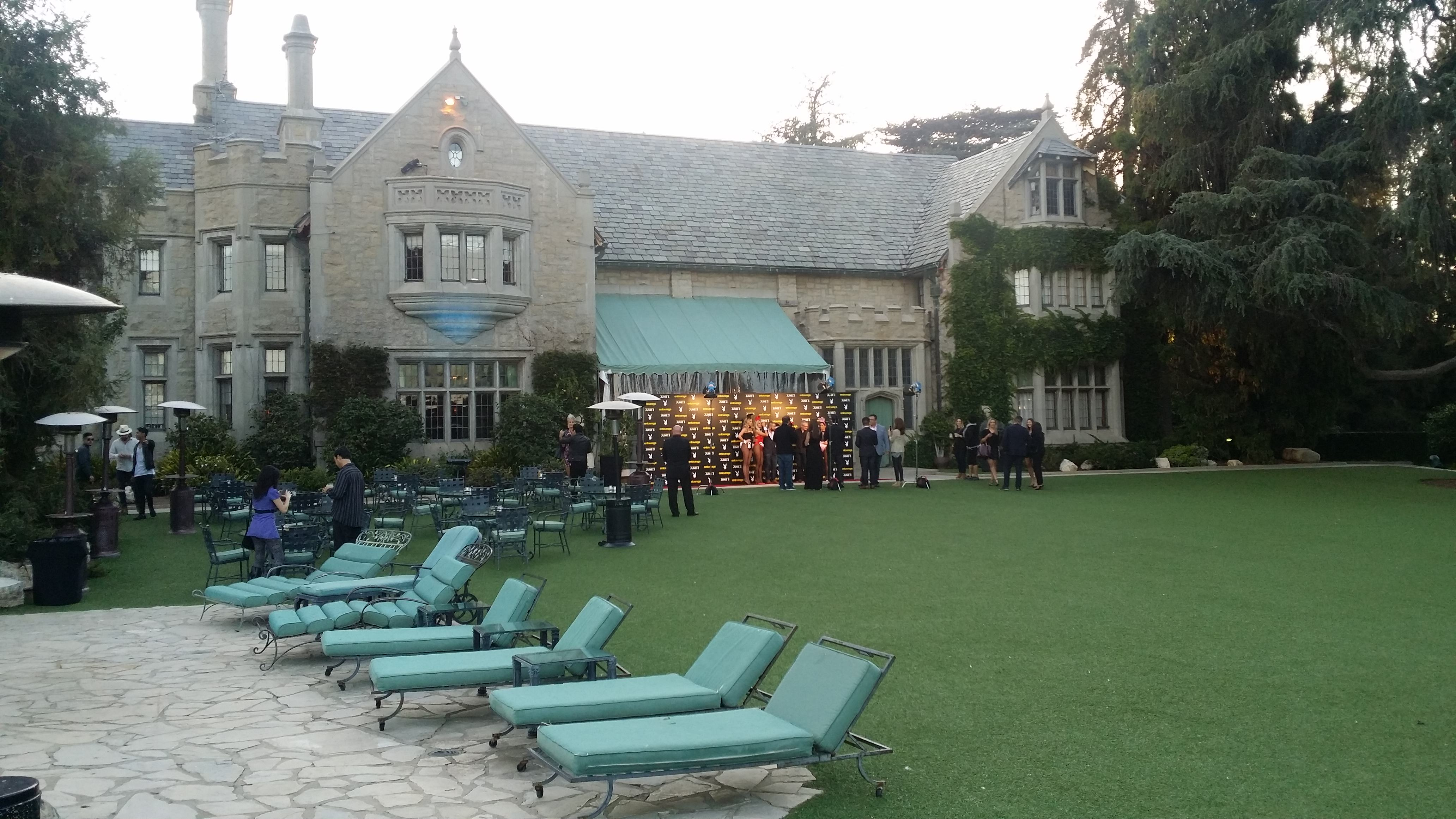 We Were Invited To The Playboy Mansion To Watch Entourage And It Was Exactly What We Expected! 20150520 192733