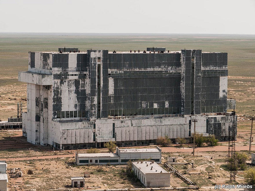 Urban Explorer Finds Lonely Remains Of The Soviet Space Shuttle Program 2S