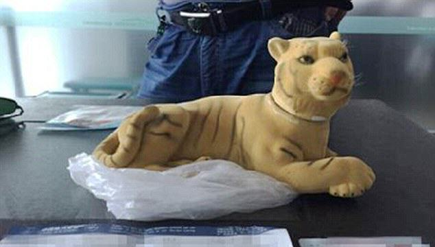 These Guys Down £800 Bottle Of Tiger Bone Wine Rather Than Throw It Away 321