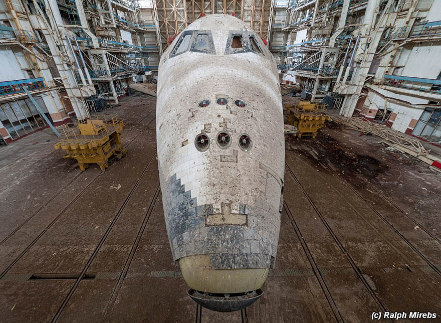 Urban Explorer Finds Lonely Remains Of The Soviet Space Shuttle Program 5S