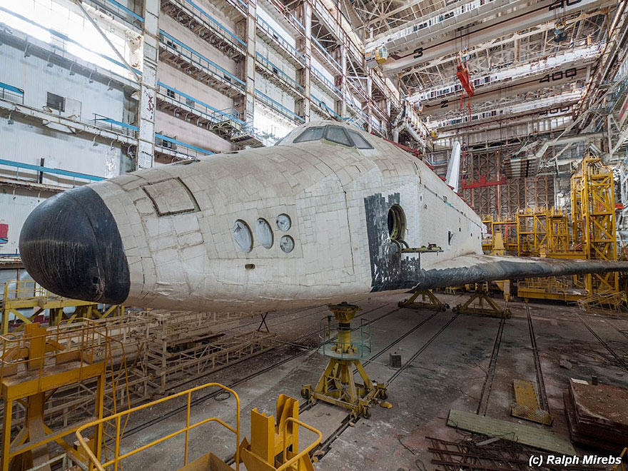 Urban Explorer Finds Lonely Remains Of The Soviet Space Shuttle Program 7S