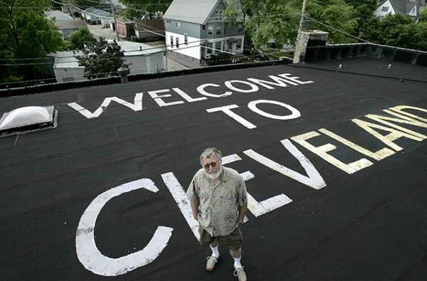 Master Troll Paints Welcome To Cleveland On Home Next To Milwaukee Airport CHQkEfoWsAAFzI5 thumb 624x410 291206