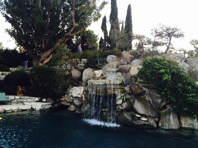 We Were Invited To The Playboy Mansion To Watch Entourage And It Was Exactly What We Expected! Playboy Mansion 25