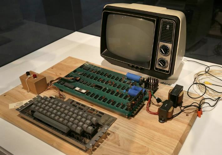 A Woman Threw Away An Apple 1 Computer, It Sold For $200,000 apple i 2