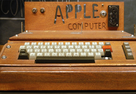 A Woman Threw Away An Apple 1 Computer, It Sold For $200,000 apple i WEB