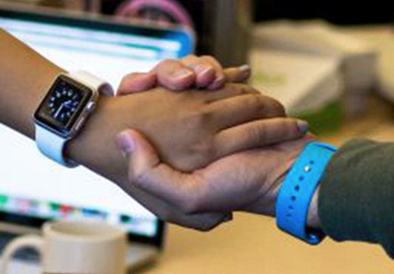 Sharing Files With A Handshake Could Be Next Apple Watch Feature apple watch WEB
