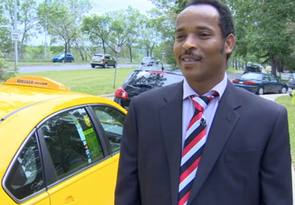 Taxi Driver Stops To Save Ducklings, Lets Them Have A Free $21 Ride To The River ducks web