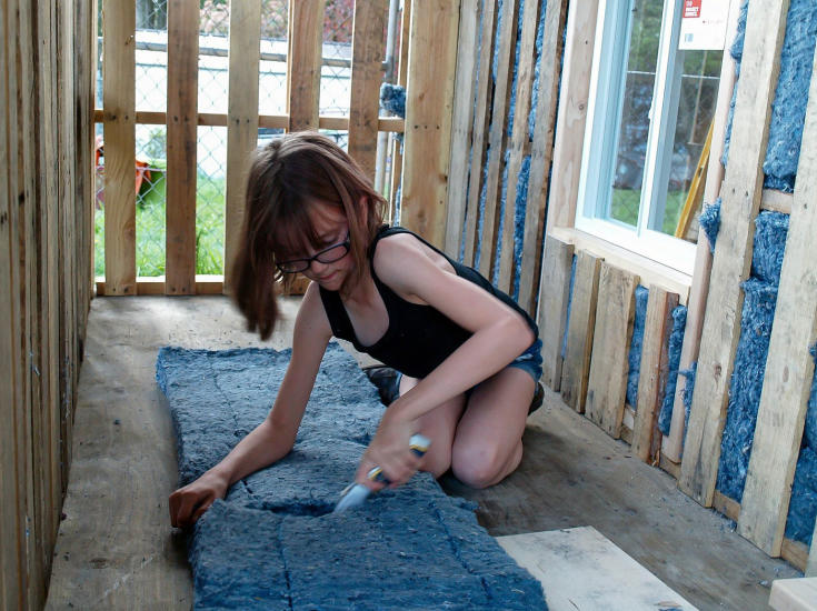 Inspirational 9 Year Old Girl Is Building Shelters For The Homeless hailey homeless 2