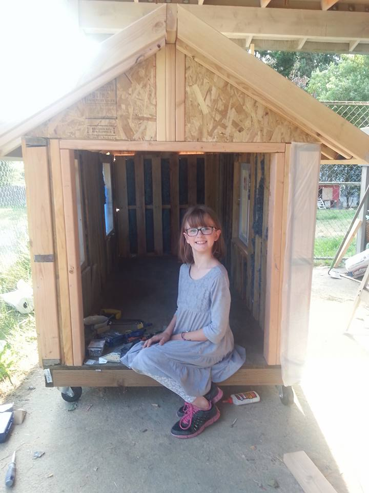 Inspirational 9 Year Old Girl Is Building Shelters For The Homeless hailey homeless 4