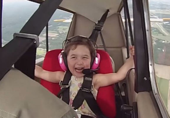 Four Year Old Girl Goes On First Aerobatic Flight, Is A Total Boss lea web