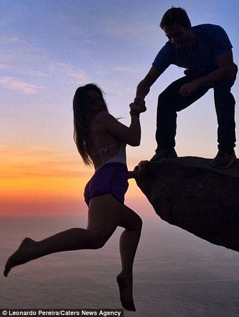 Nutcase Couple Hang From Cliff 2700ft Above Rio leo5