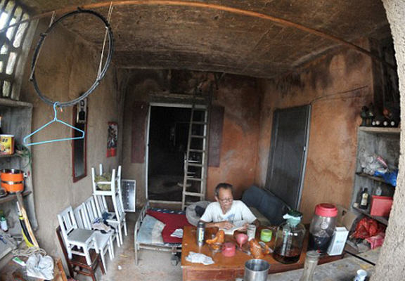 Man So Traumatised By Divorce He Moved Into An Actual Cave mancave 12