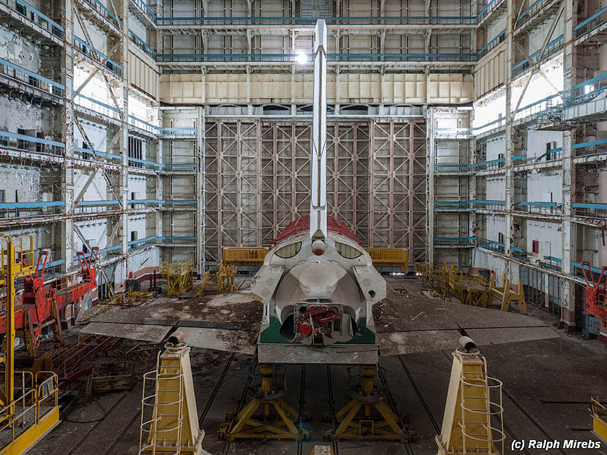 Urban Explorer Finds Lonely Remains Of The Soviet Space Shuttle Program new spac 2