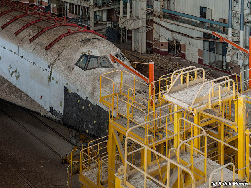 Urban Explorer Finds Lonely Remains Of The Soviet Space Shuttle Program new space 1