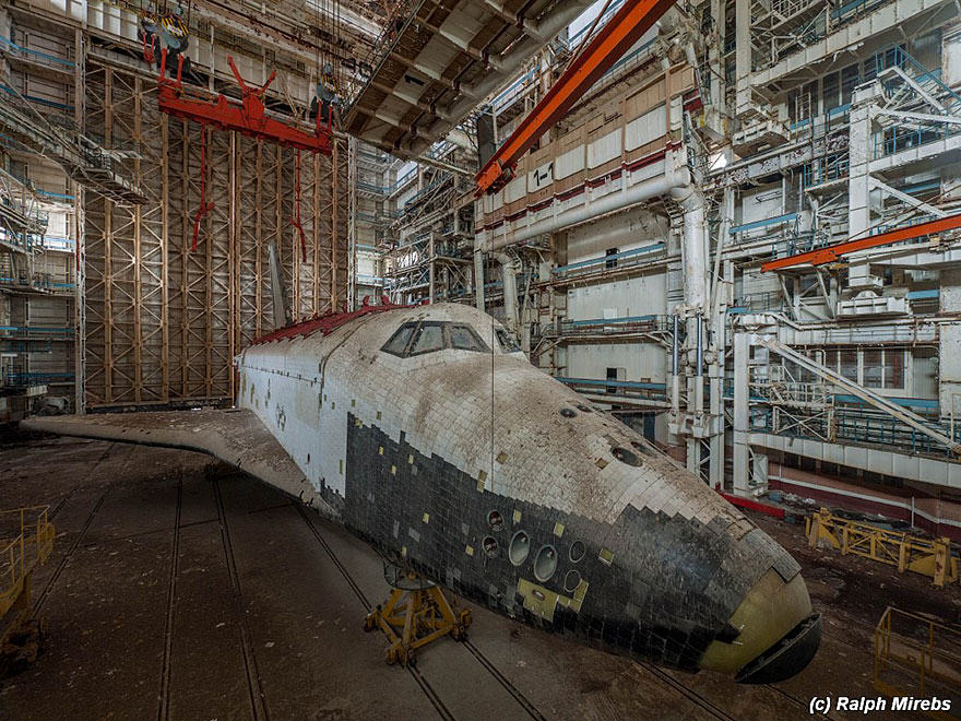 Urban Explorer Finds Lonely Remains Of The Soviet Space Shuttle Program new space 7