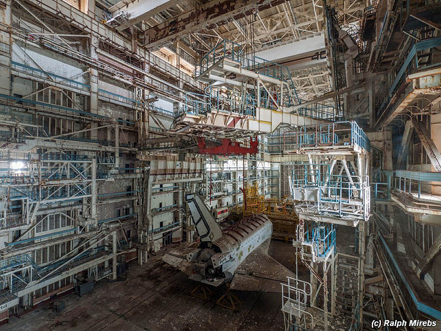 Urban Explorer Finds Lonely Remains Of The Soviet Space Shuttle Program nw space 3
