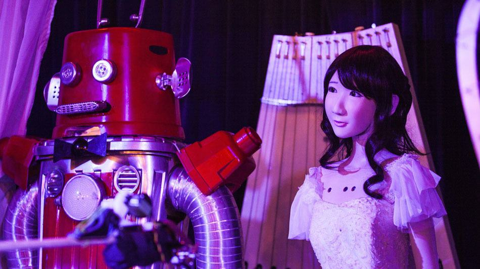 The Worlds First Robot Wedding Just Happened In Japan robot wedding 1