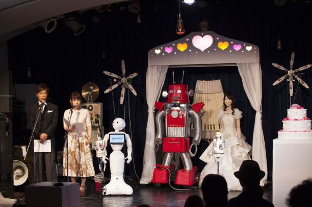 The Worlds First Robot Wedding Just Happened In Japan robot wedding 2