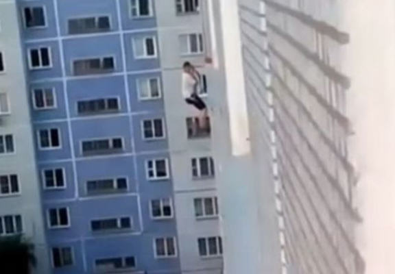 Man Tries To Impress Woman By Doing A Spiderman Down Her Building, Epically Fails russian building web