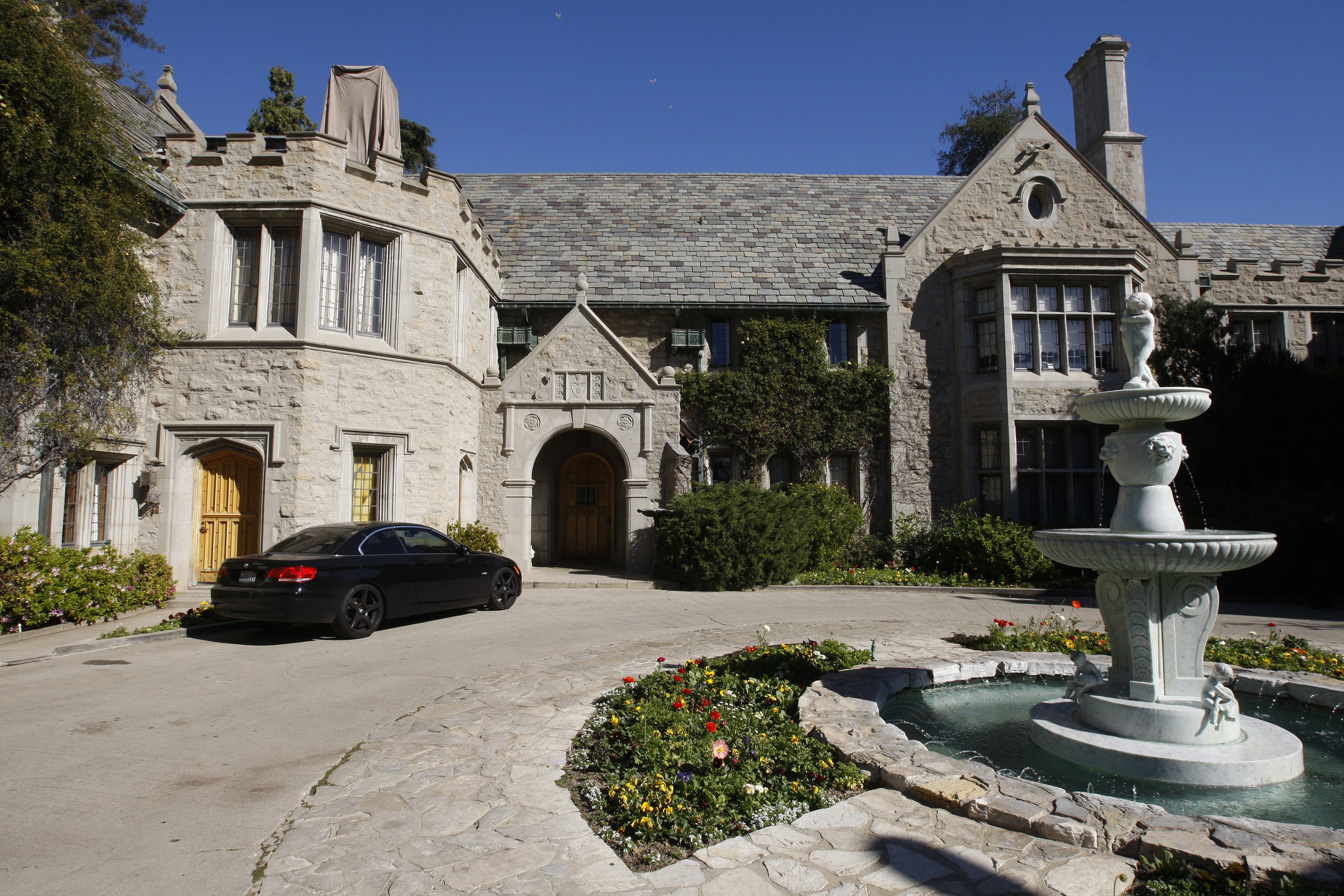 We Were Invited To The Playboy Mansion To Watch Entourage And It Was Exactly What We Expected! the playboy mansion in los angeles
