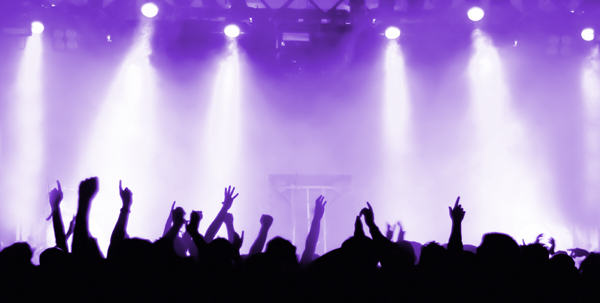 DJs Troll Entire Crowd At Rave By Dropping This Tune 34