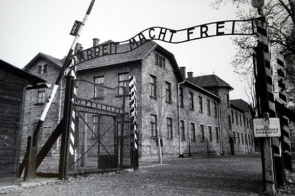 The 94 Year Old Bookkeeper Of Auschwitz Is Jailed For 4 Years For Helping Murder 300,000 Jews 410