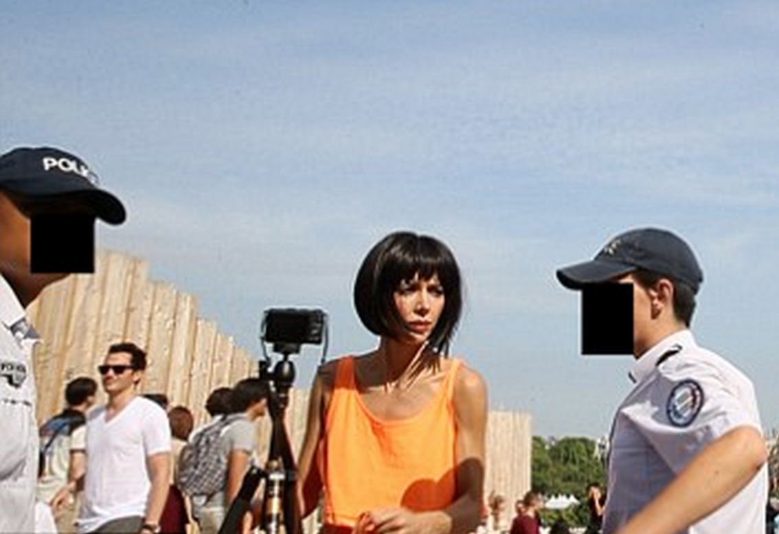 Female Artist Arrested For Posing Naked With Tourists Beside Eiffel Tower Screen Shot 2015 07 07 at 09.56.08