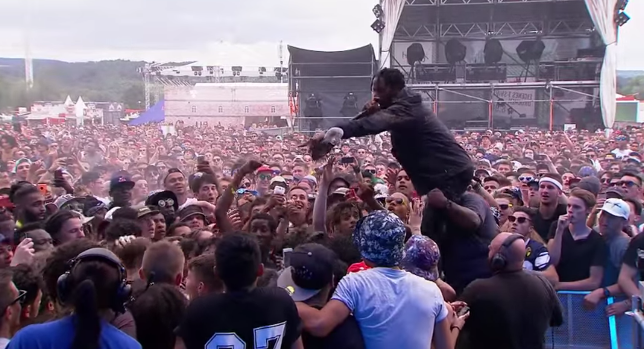 Rapper Travis Scott Sets Crowd On Man Who Stole His Shoe Screen Shot 2015 07 13 at 13.26.42