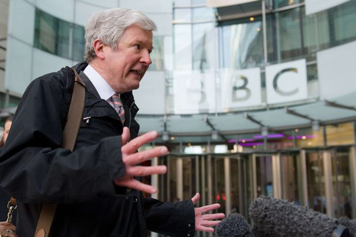 BBC To Cut Over 1000 Jobs After People Stop Paying Their TV License Tony Hall hands 4lg