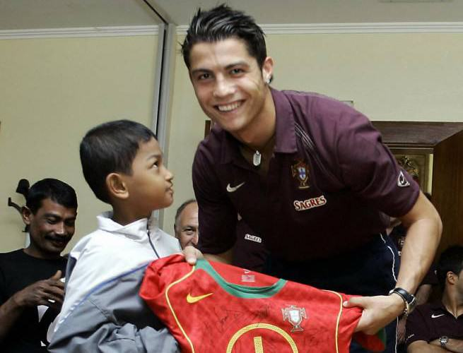 This Tsunami Survivor And Portugal Superfan Has An Incredible Story c1