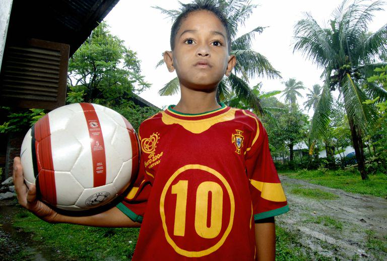 This Tsunami Survivor And Portugal Superfan Has An Incredible Story c2