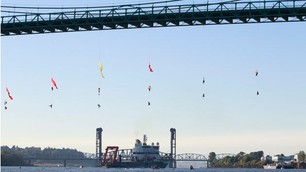 Activists Dangle Off Portland Bridge And Block Off Shell Oils Arctic Bound Ship e008c5d545fb62a34b4f8667d19e83e3